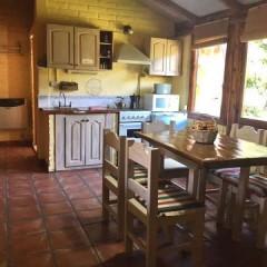 Cabaña 1, cocina-comedor